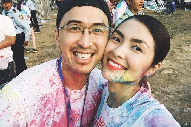 Hình ảnh tình cảm của Hà Tăng và chồng khiến nhiều người ngưỡng mộ.