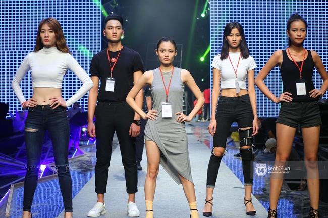 Những hình ảnh đầu tiên về sân khấu và top 18 đang tập Chung kết Next Top Model! - Ảnh 7.