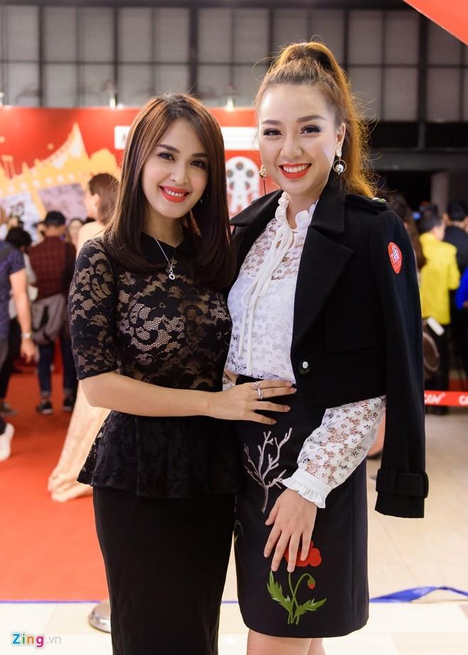 Sao Viet tap nap tren tham do Lien hoan phim Thai Lan hinh anh 3