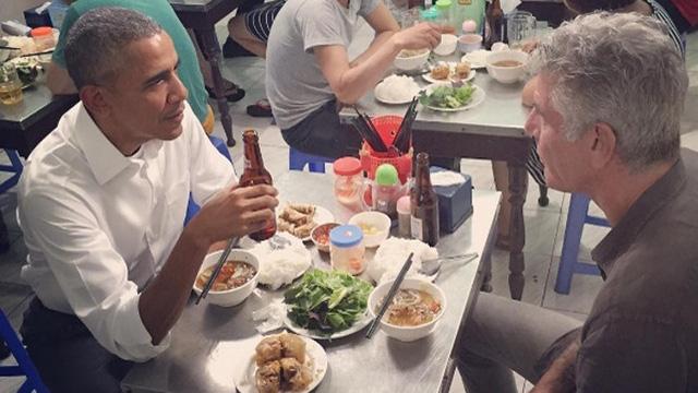 Bỏ qua nhiều món, trong đó có món bún chửi, cuối cùng, Tổng thống Obama đã chọn món bún chả ở Lê Văn Hưu để dùng bữa với ông Anthony Bourdain