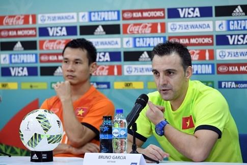 Trưởng đoàn futsal Việt Nam Trần Anh Tú: 'HLV Bruno hứa trở lại sau 2 năm' - ảnh 3