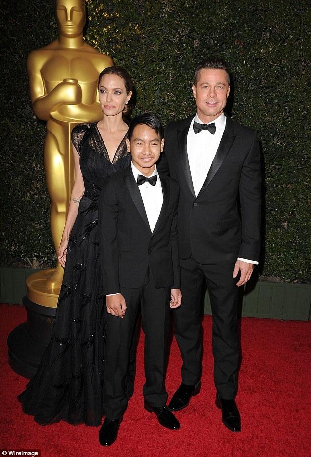 Các con của Angelina Jolie van xin mẹ quay lại với Brad Pitt - Ảnh 2.