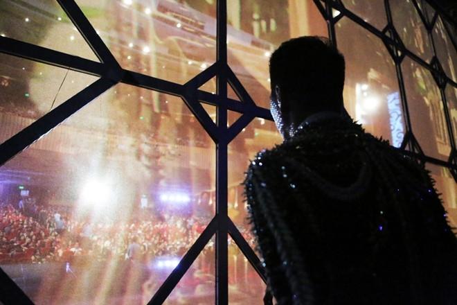 Live show Dam Vinh Hung: Mau me, diem dua va lam qua! hinh anh 1