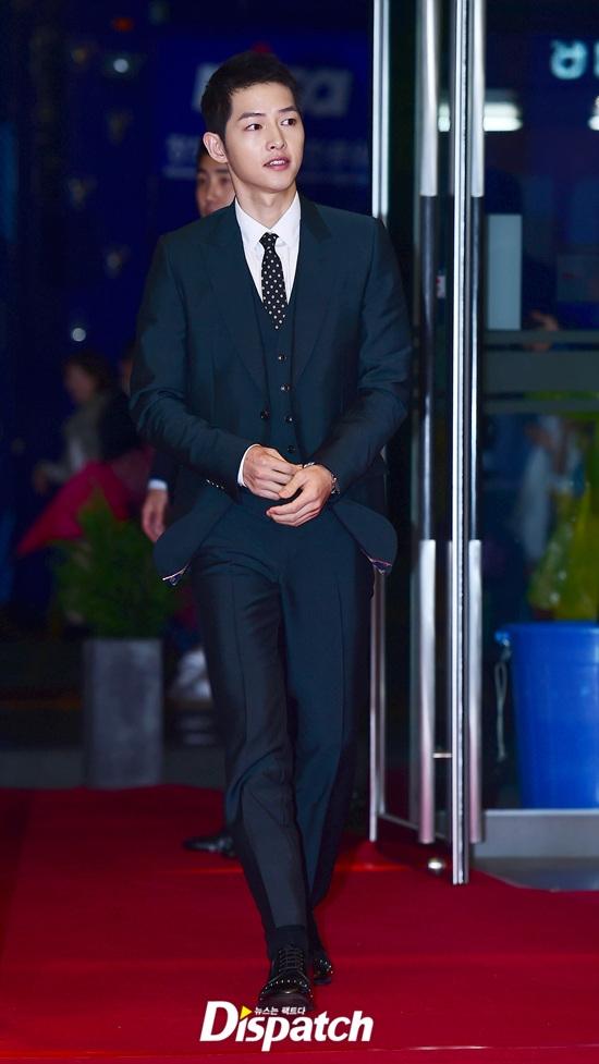 Thảm đỏ APAN 2016 nóng bừng với màn khoe dáng gợi cảm của dàn mỹ nhân xứ Hàn - Ảnh 1.