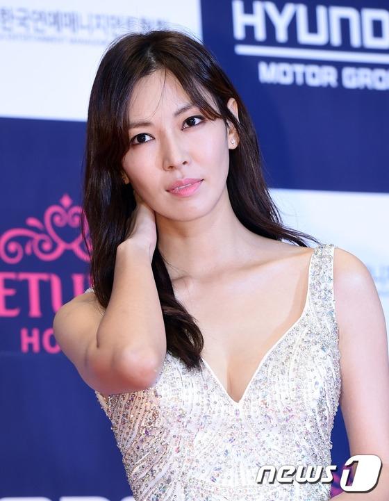 Thảm đỏ APAN 2016 nóng bừng với màn khoe dáng gợi cảm của dàn mỹ nhân xứ Hàn - Ảnh 7.