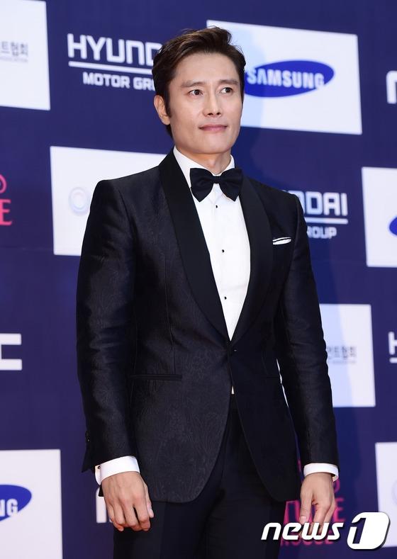 Thảm đỏ APAN 2016 nóng bừng với màn khoe dáng gợi cảm của dàn mỹ nhân xứ Hàn - Ảnh 23.
