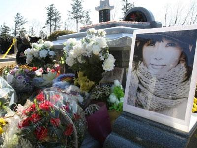 Người thân tưởng niệm 8 năm ngày mất Choi Jin Sil
