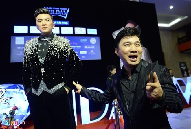 Dan sao Vpop tap nap xem live show Dam Vinh Hung hinh anh 4
