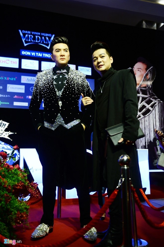 Dan sao Vpop tap nap xem live show Dam Vinh Hung hinh anh 5