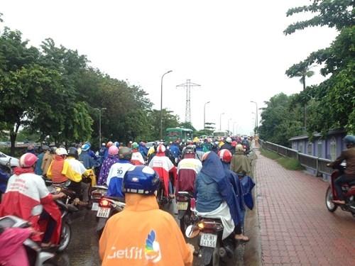 Đường Sài Gòn tắc nghẽn kinh hoàng vì cơn mưa lớn - ảnh 4