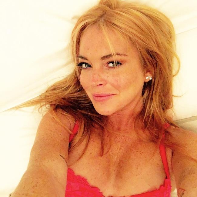 Gặp tai nạn, Lindsay Lohan bị đứt lìa nửa ngón tay áp út - Ảnh 3.