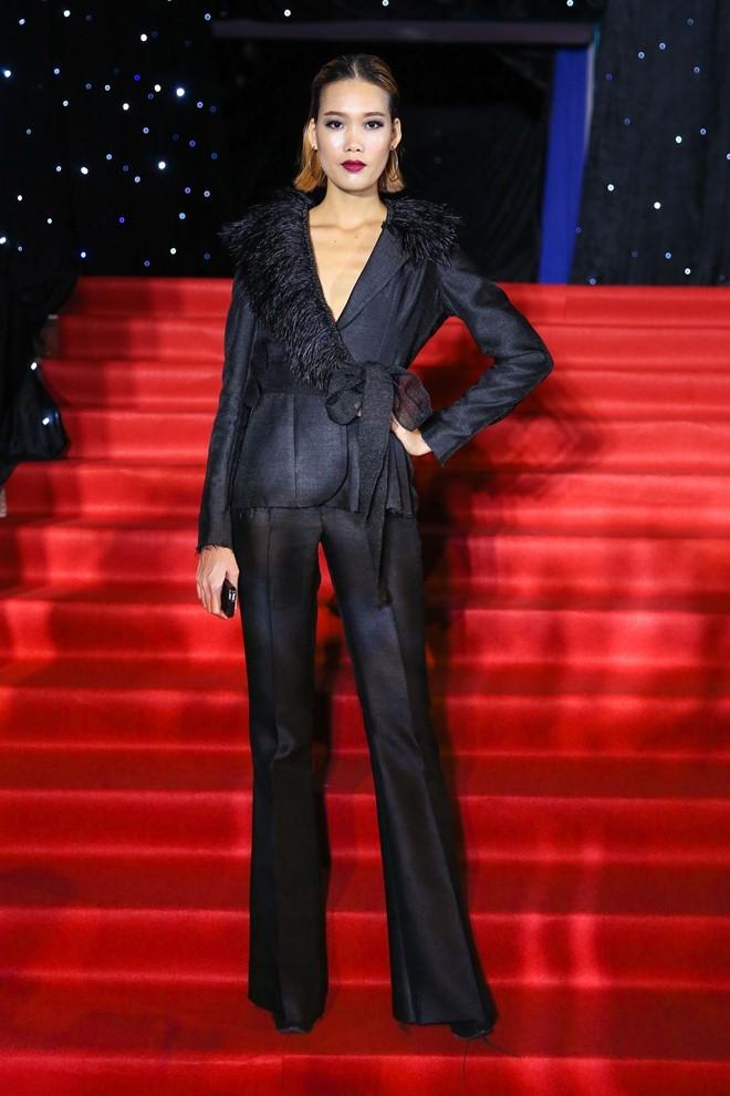 Hoang Thuy Linh du xa don tren san khau Next Top Model hinh anh 7