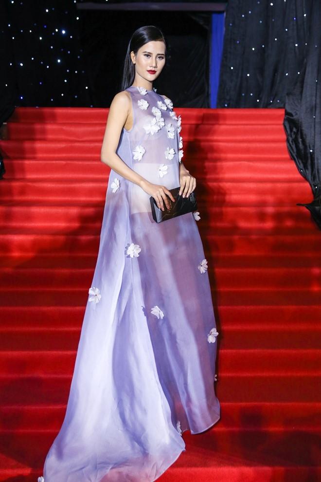Hoang Thuy Linh du xa don tren san khau Next Top Model hinh anh 8