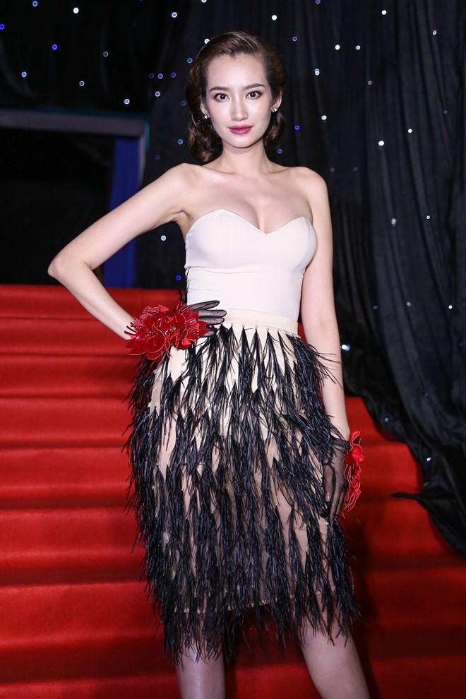 Hoang Thuy Linh du xa don tren san khau Next Top Model hinh anh 13