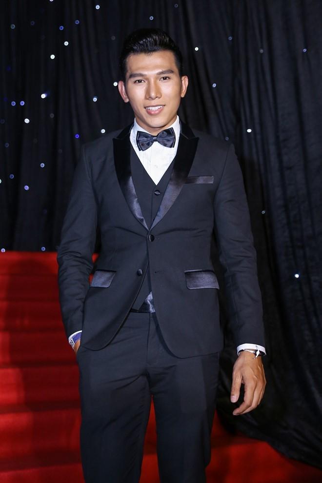Hoang Thuy Linh du xa don tren san khau Next Top Model hinh anh 14