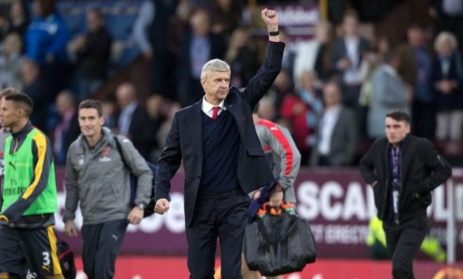 HY HỮU: Tàu hỏa đâm phải bò, fan Arsenal lỡ trận thắng Burnley