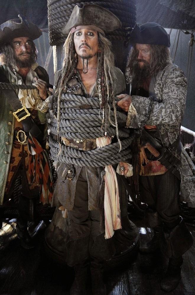 Johnny Depp vang mat trong trailer 'Cuop bien Caribe 5' hinh anh 2
