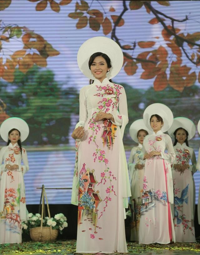 Nữ sinh đến từ Học viện Ngoại giao Hoàng Phương Hà giành ngôi Á khôi 1