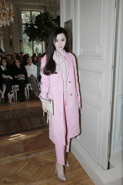 Phạm Băng Băng diện 'cây' hồng tới tuần lễ thời trang Paris