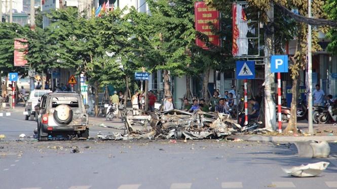 Hiện trường vụ nổ taxi ở Cẩm Phả /// Ảnh V.N.K