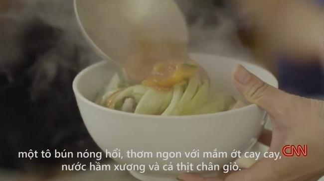 Quán bún chửi nổi tiếng Hà Nội lên sóng CNN: Tự hào hay xấu hổ? - Ảnh 4.