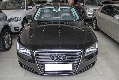 Audi A8L 2011 đã lăn bánh khoảng 37.000km.