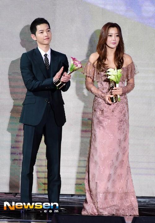 Song Joong Ki noi ve tin cuoi Song Hye Kyo khi nhan giai lon hinh anh 3