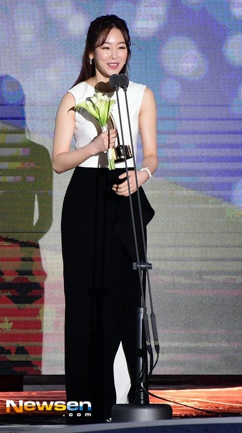 Song Joong Ki noi ve tin cuoi Song Hye Kyo khi nhan giai lon hinh anh 7