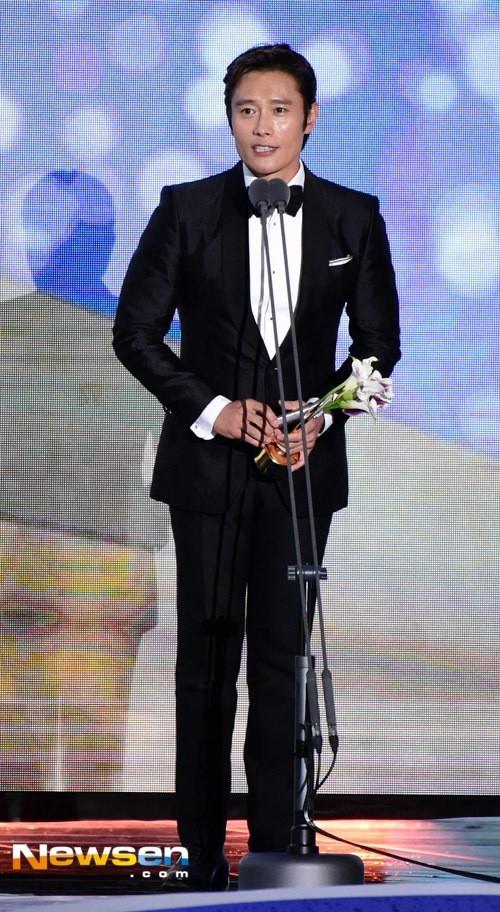 Song Joong Ki noi ve tin cuoi Song Hye Kyo khi nhan giai lon hinh anh 9