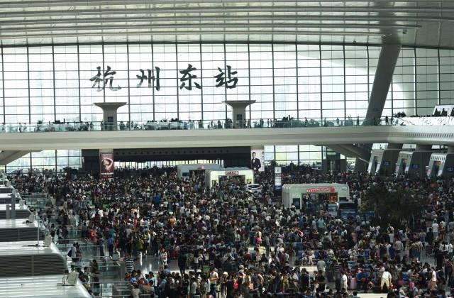 589 triệu người đổ xô đi du lịch trong tuần nghỉ lễ: Hãi hùng... - Ảnh 3.