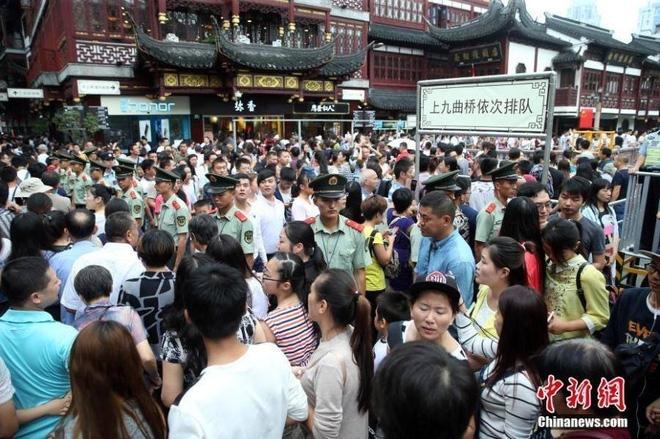589 triệu người đổ xô đi du lịch trong tuần nghỉ lễ: Hãi hùng... - Ảnh 4.