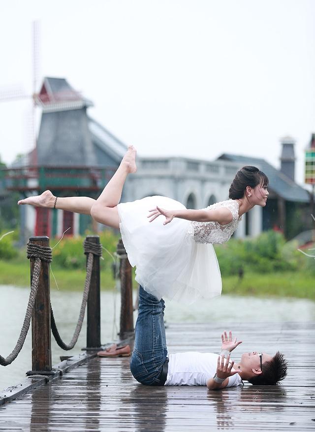 Hai vợ chồng Kim Ba - Ngọc Anh được chọn là cặp đôi biểu diễn trong sự kiện Ngày quốc tế Yoga lần I, và II tại Hải Phòng, được Bằng khen huấn luyện viên Yoga tiêu biểu đóng góp cho sự phát triển thể dục thể thao và Yoga của Hải Phòng năm 2015.