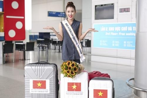 Á hậu 1 cuộc thi Hoa hậu Biển Việt Nam 2016 chuẩn bị kỹ lưỡng về trang phục với bốn valy quần áo.