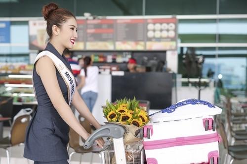 Trước đó, cô đạt nhiều thành tích sắc đẹp như đạt danh hiệu Hoa khôi Kiên Giang 2014, lọt Top 10 Hoa hậu Việt Nam 2014 và mới đây nhất là Á hậu 1 Hoa hậu Biển Việt Nam 2016