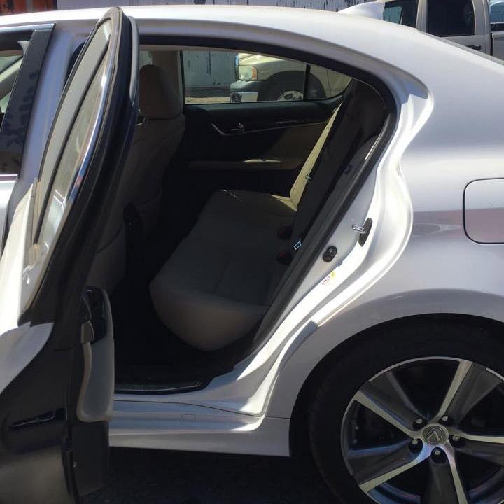 Hàng ghế sau xe Lexus GS 200t rộng rãi.