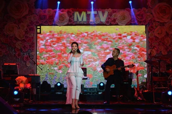 Hien Thuc thang hoa trong dem nhac acoustic hinh anh 3
