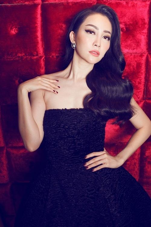 Linh Nga khoe dáng trong trang phục đơn sắc