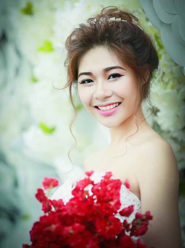 Trong hành trình của cuộc thi, Ái Thơ cùng các bạn còn thực hiện một bộ ảnh với chủ đề cô dâu.