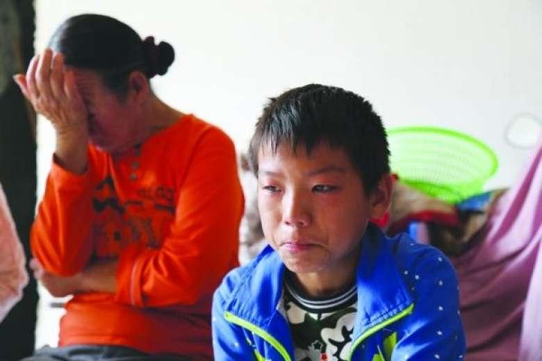 Rơi nước mắt với cậu bé một mình vượt 400km tới bệnh viện chữa ung thư - 1