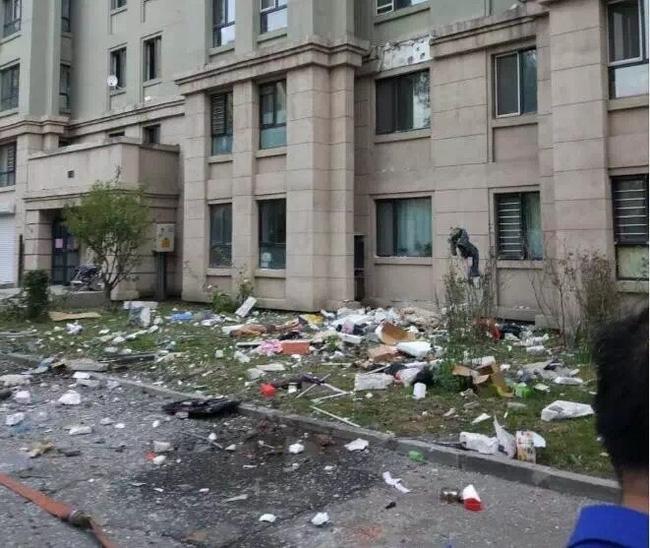 Trung Quốc: Nổ khu dân cư, 3 người bắn từ tầng 14 xuống đất chết thảm - Ảnh 5.