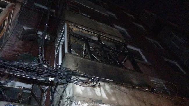 Trung Quốc: Nổ khu dân cư, 3 người bắn từ tầng 14 xuống đất chết thảm - Ảnh 10.
