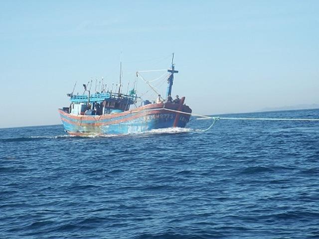 Ngư dân luôn gặp nhiều rủi ro khi đánh bắt trên biển