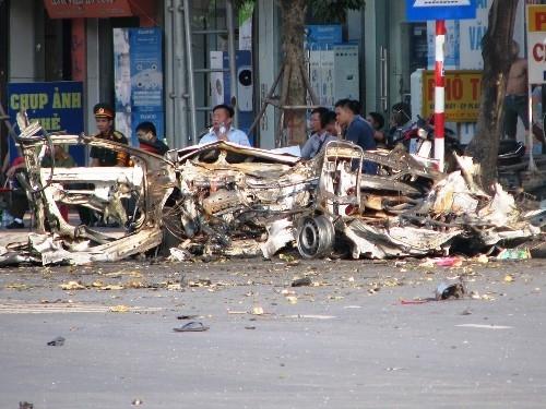 xe-taxi-no-nhu-bom-nghi-do-vi-khach-om-min-tu-sat-1
