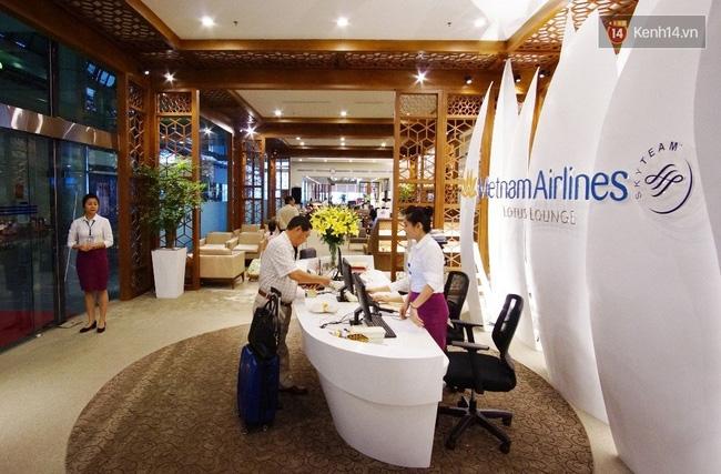 Cận cảnh phòng khách hạng thương gia của Vietnam Airlines ở sân bay Nội Bài - Ảnh 2.