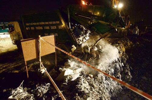 Cận cảnh tiêu hủy 200 tấn cá chết ở Hồ Tây - 7