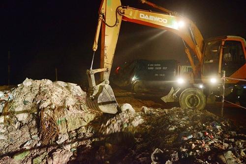 Cận cảnh tiêu hủy 200 tấn cá chết ở Hồ Tây - 10