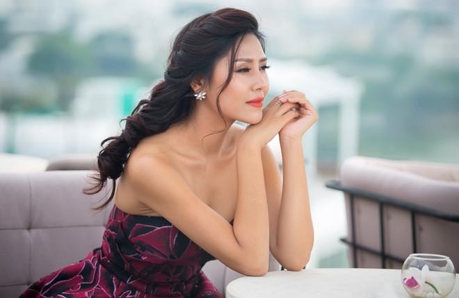 Nguyen Loan goi cam truoc ngay di thi HH Hoa binh Quoc te hinh anh 3