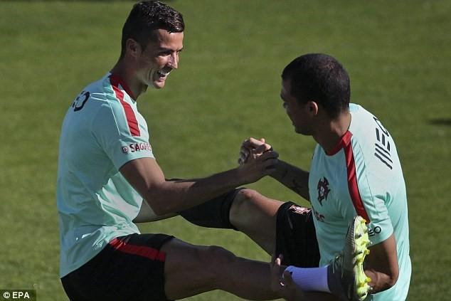 Ronaldo chay het minh tren san tap cung tuyen Bo Dao Nha hinh anh 3