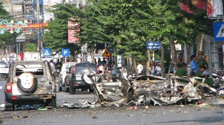 Hiện trường vụ nổ xe taxi khiến 2 người thiệt mạng