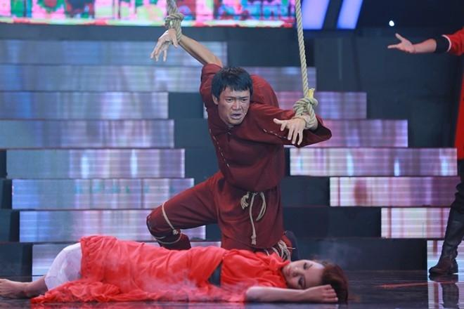 Thanh Truc hon ban dien tren san khau hinh anh 4